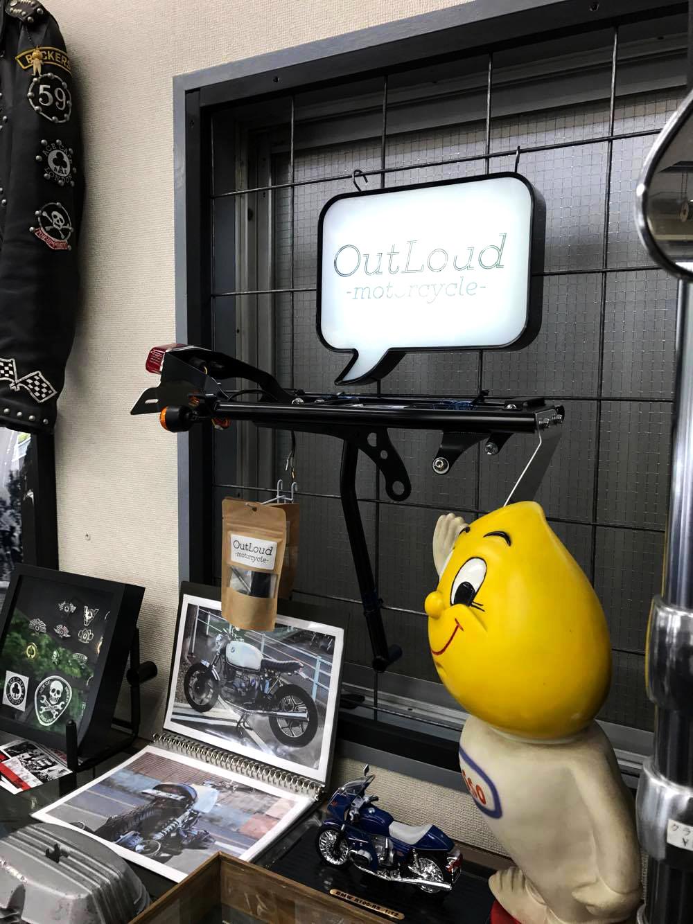 OutLoudオリジナル R100RS カスタムパーツの展示写真